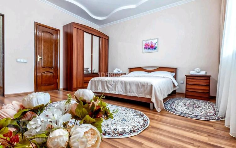 2-комнатная квартира, 100 м², 5/12 этаж посуточно, Достык 14 — Туркестан за 12 000 〒 в Нур-Султане (Астана), Есильский р-н