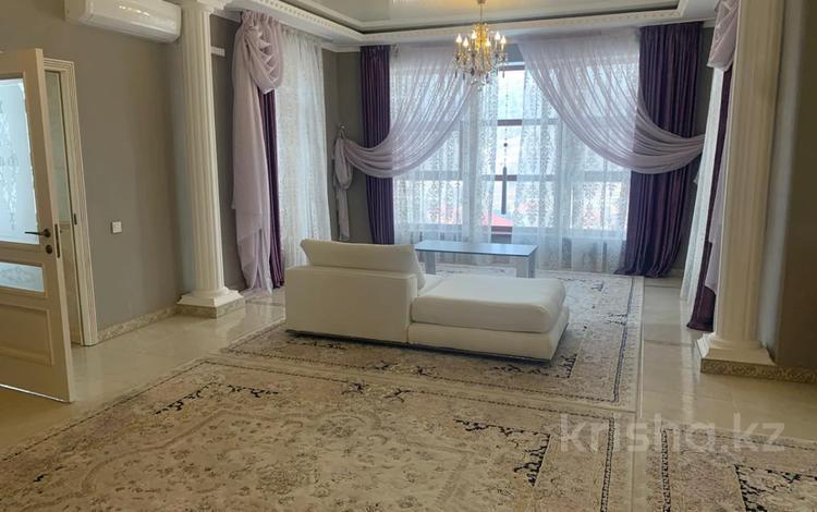 4-комнатный дом помесячно, 378 м², 20 сот., Жанару 688 за 2 млн 〒 в Алматы, Бостандыкский р-н