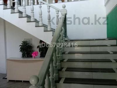 Здание, площадью 3055 м², 19-й мкр 40A за 360 млн 〒 в Караганде, Октябрьский р-н