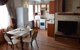 2-комнатная квартира, 50 м², 3 этаж посуточно, Бухар Жырау 54 за 9 000 〒 в Караганде, Казыбек би р-н