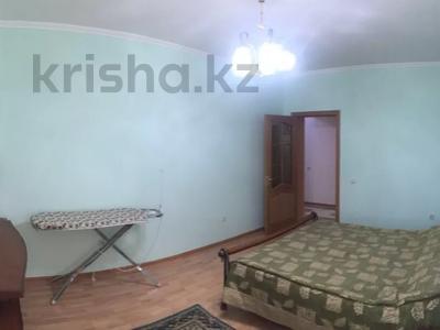 3-комнатная квартира, 130 м² на длительный срок, Наурызбай батыра 152а за 300 000 〒 в Алматы, Алмалинский р-н