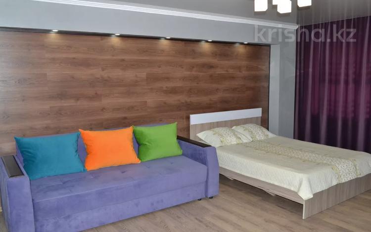 1-комнатная квартира, 39 м² по часам, Гоголя 51/2 — Мед.универ,Юбил магазин за 750 〒 в Караганде, Казыбек би р-н