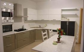 4-комнатная квартира, 150 м², 2/5 этаж помесячно, Молдагуловой 57в за 280 000 〒 в Актобе