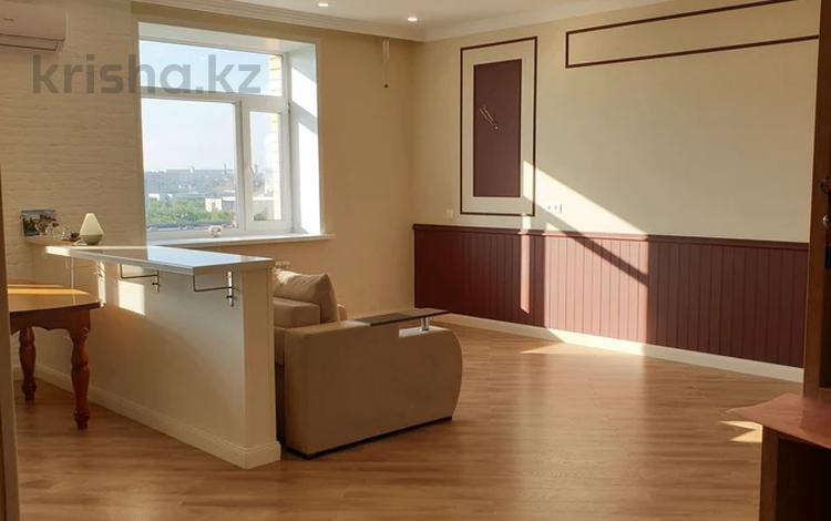 3-комнатная квартира, 81.7 м², 8/9 этаж, проспект Шахтёров 5/1 за 30 млн 〒 в Караганде, Казыбек би р-н