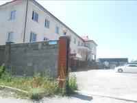 Здание, площадью 1553.2 м²