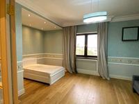 5-комнатная квартира, 330 м², 6/9 этаж помесячно