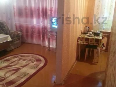 1-комнатная квартира, 35 м², 3/5 этаж посуточно, Гагарина 16 за 3 500 〒 в Жезказгане