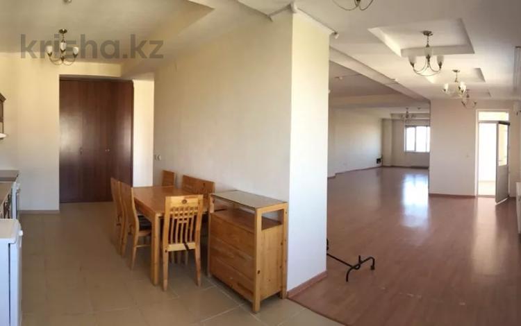 6-комнатная квартира, 292.9 м², Пр. Кабанбай батыра 6/1 за 112 млн 〒 в Нур-Султане (Астана), Есиль р-н
