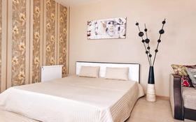 3-комнатная квартира, 120 м², 8/10 этаж посуточно, Сарайшик 34 — Акмешит за 15 000 〒 в Нур-Султане (Астана), Есиль р-н