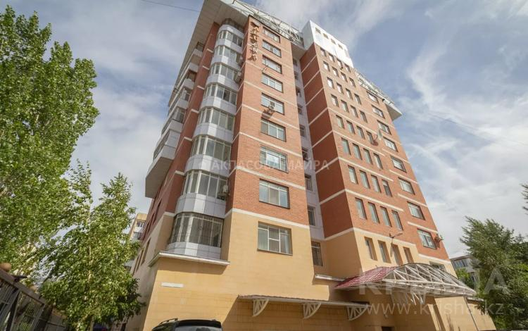 5-комнатная квартира, 242 м², 5/9 этаж, Габдуллина 3 за 90 млн 〒 в Нур-Султане (Астана), р-н Байконур