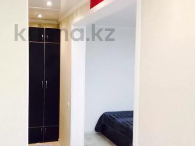 1-комнатная квартира, 33 м², 3/5 этаж посуточно, Абдирова 6 — проспект Бухар жырау за 6 000 〒 в Караганде, Казыбек би р-н — фото 5