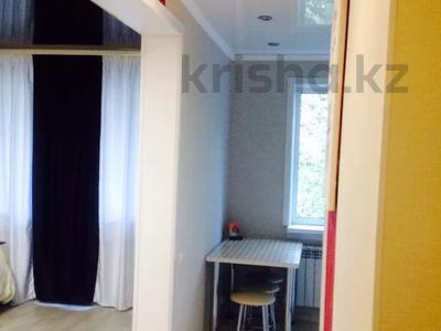 1-комнатная квартира, 33 м², 3/5 этаж посуточно, Абдирова 6 — проспект Бухар жырау за 6 000 〒 в Караганде, Казыбек би р-н — фото 6