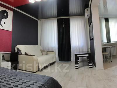 1-комнатная квартира, 33 м², 3/5 этаж посуточно, Абдирова 6 — проспект Бухар жырау за 6 000 〒 в Караганде, Казыбек би р-н — фото 17