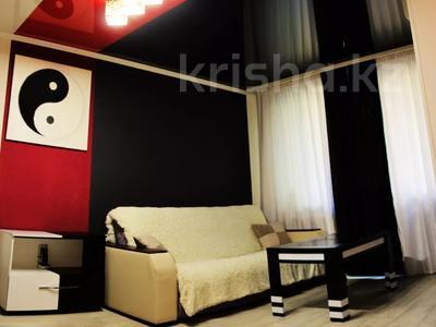1-комнатная квартира, 33 м², 3/5 этаж посуточно, Абдирова 6 — проспект Бухар жырау за 6 000 〒 в Караганде, Казыбек би р-н