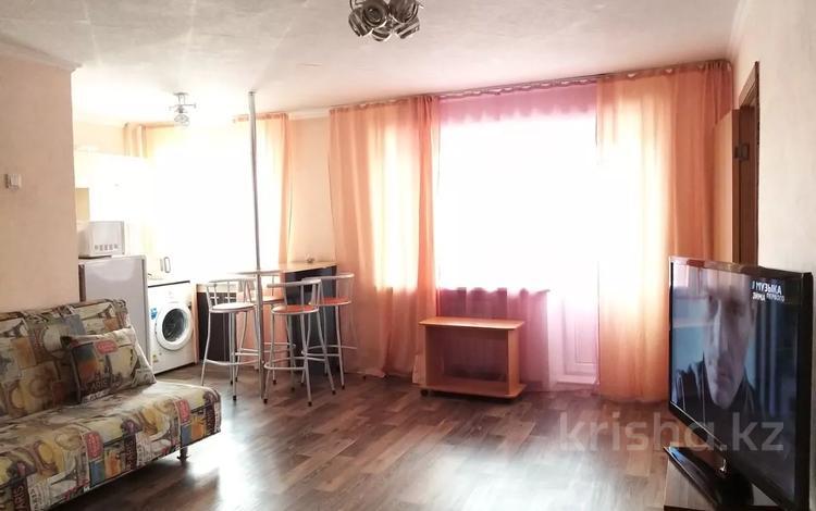 2-комнатная квартира, 60 м², 3/5 этаж посуточно, Ауэзова 49 за 9 000 〒 в Усть-Каменогорске