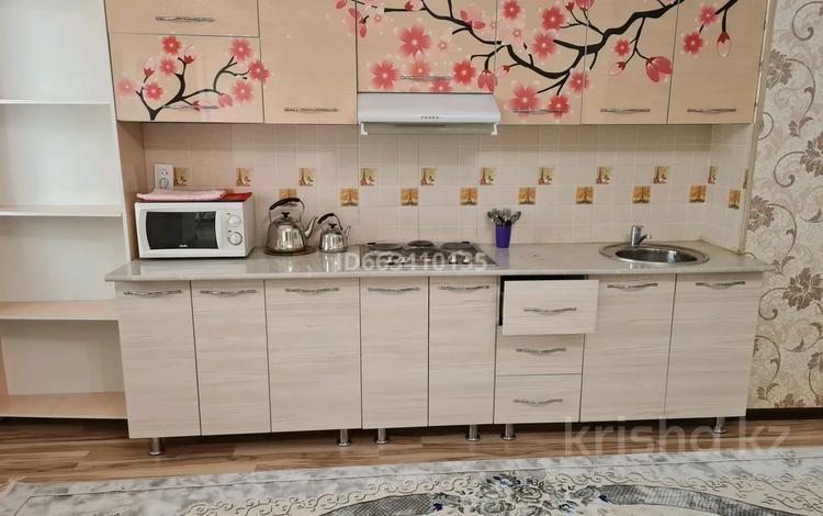 2-комнатная квартира, 65 м², 7/16 этаж посуточно, Кунаева 91 — Рыскулова за 15 000 〒 в Шымкенте, Аль-Фарабийский р-н
