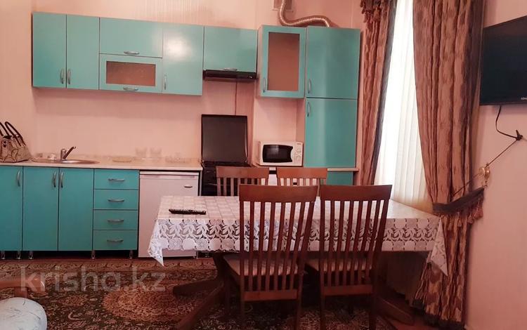 2-комнатная квартира, 54 м², 3/3 этаж помесячно, Тауке хана рядом Гарант 10 — Байтурсынова за 100 000 〒 в Шымкенте, Аль-Фарабийский р-н