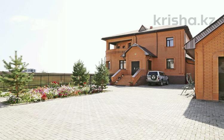 6-комнатный дом посуточно, 500 м², улица Гапеева 1 за 120 000 〒 в Караганде, Казыбек би р-н
