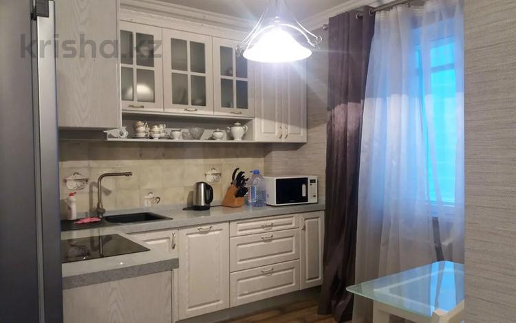 1-комнатная квартира, 45 м², 7/14 этаж посуточно, Сарайшык 5 — Кабанбай за 6 990 〒 в Нур-Султане (Астана), Есиль р-н