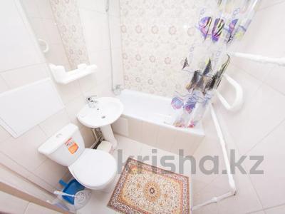 1-комнатная квартира, 33 м², 1/5 этаж посуточно, Ауэзова 173 — Чайковского за 7 000 〒 в Петропавловске — фото 8
