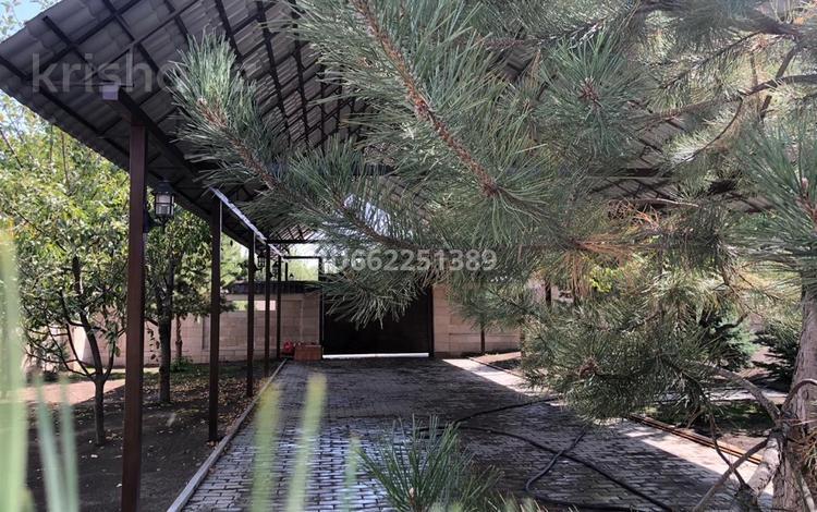 6-комнатный дом, 270 м², 11 сот., Мкр Тараз 72 за 118 млн 〒 в Шымкенте, Аль-Фарабийский р-н