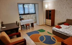 1-комнатная квартира, 33 м², 1/9 этаж посуточно, мкр Самал-2 90 — Бектурова за 6 000 〒 в Алматы, Медеуский р-н