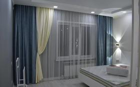 1-комнатная квартира, 65 м², 3/5 этаж посуточно, мкр. 4, Мкр. 4 29 за 15 000 〒 в Уральске, мкр. 4