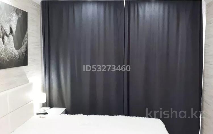 1-комнатная квартира, 35 м², 6/9 этаж посуточно, Пр Бухар Жырау 63/3 — Ермекова за 10 000 〒 в Караганде, Казыбек би р-н