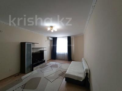 1-комнатная квартира, 70 м², 2/10 этаж помесячно, Бактыгерея Кулманова 154а за 160 000 〒 в Атырау — фото 4
