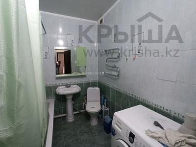 1-комнатная квартира, 70 м², 2/10 этаж помесячно, Бактыгерея Кулманова 154а за 160 000 〒 в Атырау — фото 5