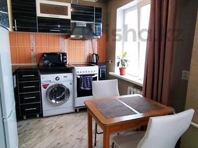 1-комнатная квартира, 32 м² посуточно, Казахстан 93 за 8 000 〒 в Усть-Каменогорске — фото 10