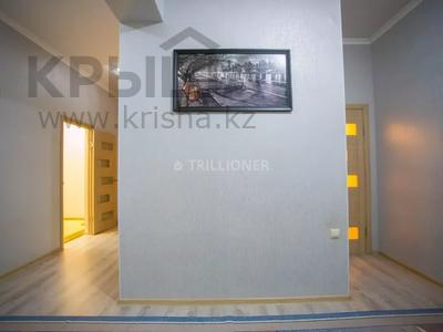 2-комнатная квартира, 70 м², 2/9 этаж посуточно, Сатпаева 34 за 10 000 〒 в Атырау — фото 7