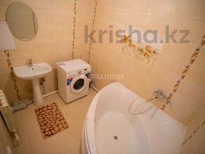 2-комнатная квартира, 70 м², 2/9 этаж посуточно, Сатпаева 34 за 10 000 〒 в Атырау — фото 6