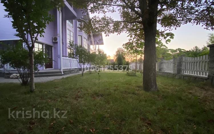 8-комнатный дом помесячно, 320 м², 20 сот., Мкр Таусамал за 1.8 млн 〒 в Алматы