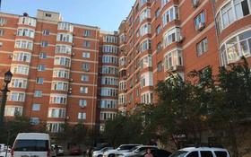2-комнатная квартира, 55 м², 9/9 этаж помесячно, Авангард-2 11б за 200 000 〒 в Атырау, Авангард-2