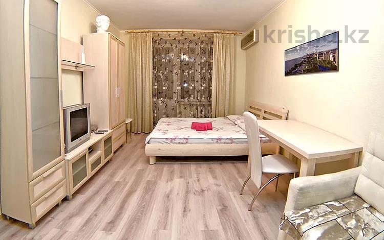 1-комнатная квартира, 36 м² посуточно, Бухар жырау за 8 500 〒 в Караганде, Казыбек би р-н