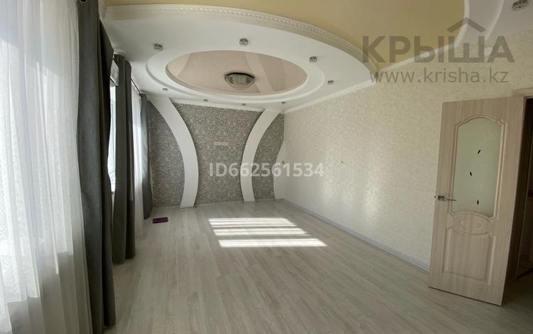 2-комнатная квартира, 70 м², 2/5 этаж, Молдашева 20 за 17.9 млн 〒 в Уральске