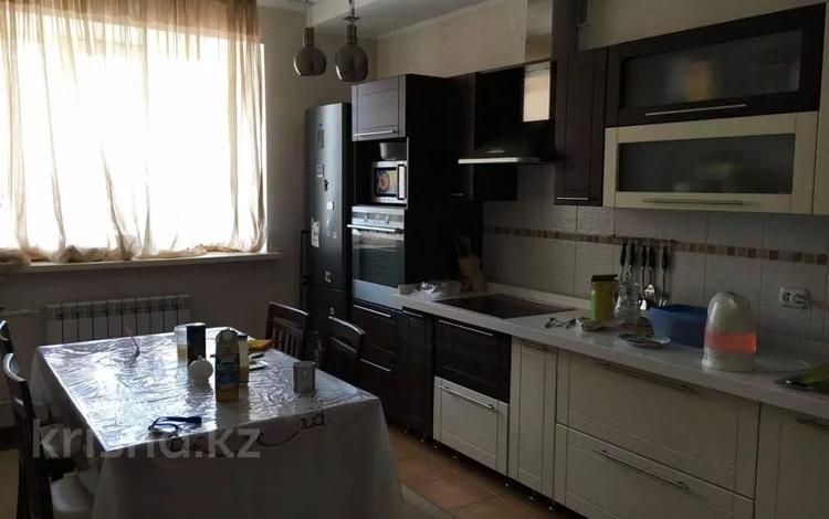 4-комнатная квартира, 130 м², 5/15 этаж помесячно, Сыганак 18 — Туркестан за 170 000 〒 в Нур-Султане (Астана), Есиль р-н