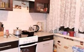 3-комнатная квартира, 60 м², 3/5 этаж, Кабанбай Батыра 116 за 15.2 млн 〒 в Усть-Каменогорске