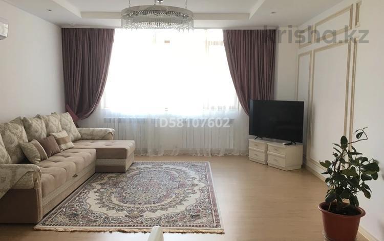 4-комнатная квартира, 122 м², 7/30 этаж помесячно, Кабанбай Батыр 43А — Хайвил Парк за 330 000 〒 в Нур-Султане (Астана)