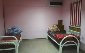 1-комнатный дом помесячно, 45 м², Мкр Атырау за 50 000 〒
