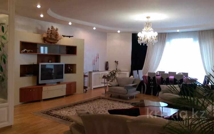 4-комнатная квартира, 225 м², 7/7 этаж, Зенкова 42 за 158 млн 〒 в Алматы, Медеуский р-н