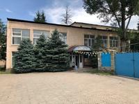 Здание, площадью 1900 м²