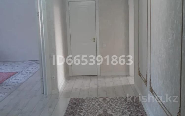 2-комнатная квартира, 95 м², 4/5 этаж, мкр. Батыс-2 48в за 24.3 млн 〒 в Актобе, мкр. Батыс-2