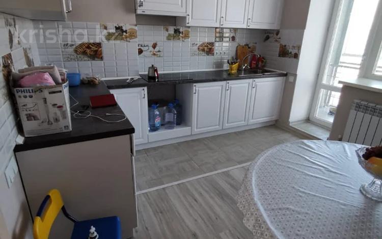 3-комнатная квартира, 67 м² помесячно, Амангельды Иманова 4 — проспект Республики за 140 000 〒 в Нур-Султане (Астана), Сарыарка р-н