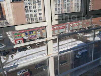 3-комнатная квартира, 100 м², 8/9 этаж, Кумисбеков 8 — Сейфуллина за 27.5 млн 〒 в Нур-Султане (Астана), Сарыаркинский р-н — фото 6