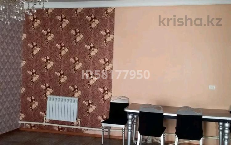 2-комнатный дом помесячно, 100 м², мкр Пришахтинск, Павлова 15 за 75 000 〒 в Караганде, Октябрьский р-н