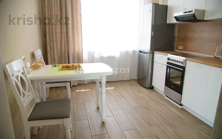 1-комнатная квартира, 52 м², 3/9 этаж посуточно, Камзина 41/1 за 10 000 〒 в Павлодаре