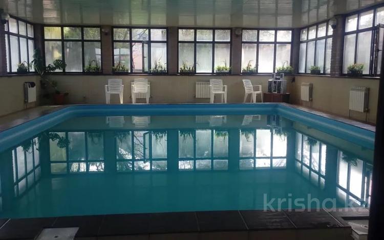 5-комнатный дом посуточно, 210 м², 14 сот., мкр Акжар, Айманова за 60 000 〒 в Алматы, Наурызбайский р-н
