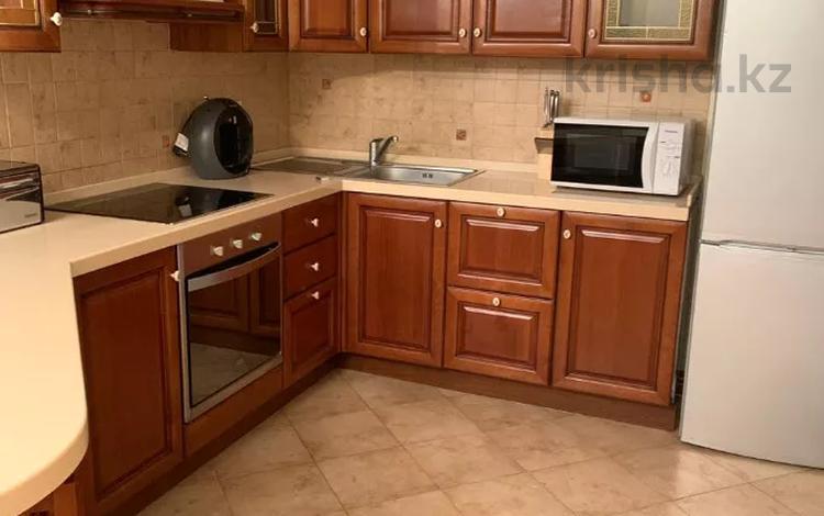 2-комнатная квартира, 80 м² помесячно, Кажымукана 37 за 349 999 〒 в Алматы, Медеуский р-н